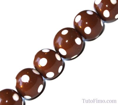 Perles Fimo marron à pois blanc